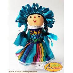 Muñeca Otomí Chica en color Azul. www.artesaniasmarymar.com