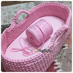Moses Basket Doll Carrier pattern by Kris Moore Crochet Car, Crochet Baby Toys, Crochet Baby Clothes, Baby Knitting, Free Crochet, Baby Afghan Crochet Patterns, Crochet Basket Pattern, Baby Patterns, Baby Moses