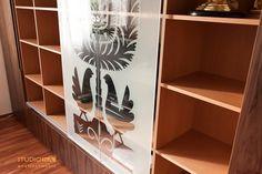 Biblioteka z wycinanką kurpiowską #kurpie, #meble, #folk,  Projekt i realizacja studiona Jakub Nasiadko