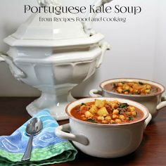 Portuguese Kale Soup Portuguese Kale Soup is a spicy kale soup with garlic, onions, tomatoes, chorizo and chickpeas. Supper - Recipes, Food and Cooking Supper Recipes, Soup Recipes, Cooking Recipes, Kale Recipes, Cooking Food, Portuguese Kale Soup, Portuguese Recipes, Chorizo, Chickpeas