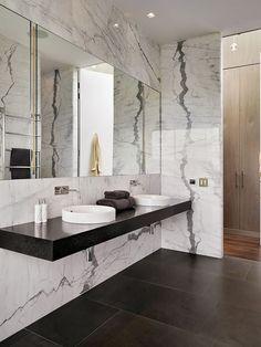parede de mármore em banheiro #bathroom ideas