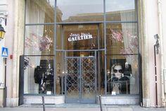 Décor des vitrines France et International de Jean-Paul Gaultier