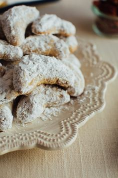 These simple almond flour crescent cookies are a healthy take on my nanny's signature crescent cookie recipe. Each cookie only has about 60 calories and 2 grams of sugar plus they're gluten-free and easily made vegan! Coconut Flour Cookies, Almond Meal Cookies, Keto Cookies, Sugar Cookies Recipe, Gluten Free Cookies, Almond Flour, Cookies Et Biscuits, Cookie Recipes, Chip Cookies