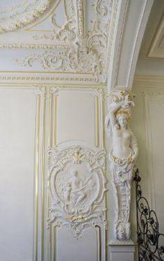 Лепнина в интерьере. Декорирование потолка и стен. Мотивы барокко.