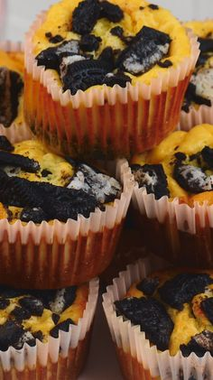 Recipe video: Oreo® cheesecake muffins- Rezeptvideo: Oreo®-Cheesecake-Muffins Oreo®, cheesecake and muffin combined, make a perfect snack for the afternoon coffee, for the next party or just for in between. Try our Oreo® cheesecake muffins. Easy Cake Recipes, Muffin Recipes, Easy Desserts, Cookie Recipes, Dessert Recipes, Oreo Cheesecake, Cheesecake Recipes, Food Cakes, Cookies Et Biscuits