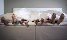 Zimmer & Familienappartements CHARM HOTEL RESORT & SPA Bischofsmais Familienurlaub Singleurlaub Bayersicher Wald Bed Pillows, Pillow Cases, Spa, Family Vacations, Woodland Forest, Pillows