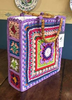 Crochet Tote, Crochet Handbags, Crochet Purses, Love Crochet, Knit Crochet, Crochet Square Patterns, Crochet Stitches Patterns, Crochet Squares, Creative Knitting
