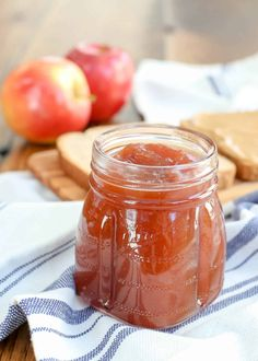 Slow-Cooker Apple Butter is a great gift too! Apple Butter Canning, Homemade Apple Butter, Canning Recipes, Crockpot Recipes, Casserole Recipes, Cooker Recipes, Homemade Chai Tea, Blackberry Jam Recipes, Slow Cooker Apples