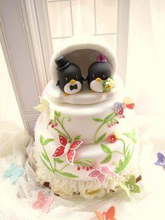 Adorable penguin bride and groom wedding cake topper........Follow Us: www.jevelweddingplanning.com www.facebook.com/jevelweddingplanning/ https://plus.google.com/u/0/105109573846210973606/ www.twitter.com/jevelwedding/