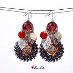 Boucles d'oreilles feuilles orange, rouge, noir cabochons estampes filigranes forme attrape rêves trèfle porte bonheur bijoux cérémonie Hippie Chic, Boho Chic, Leaf Earrings, Crochet Earrings, Orange Leaf, Four Leaf Clover, Lucky Charm, Charm Jewelry, Creations