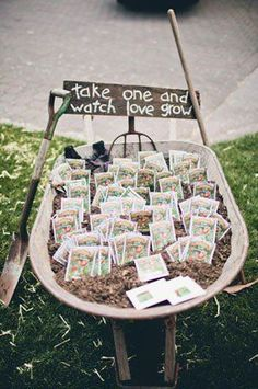 seed packet wedding favors in a DIY wedding ideas and tips. DIY wedding decor and flowers. Everything a DIY bride needs to have a fabulous wedding on a budget! Mod Wedding, Farm Wedding, Dream Wedding, Decor Wedding, Wedding Themes, Trendy Wedding, Wedding Venues, Summer Wedding, Wedding Backyard