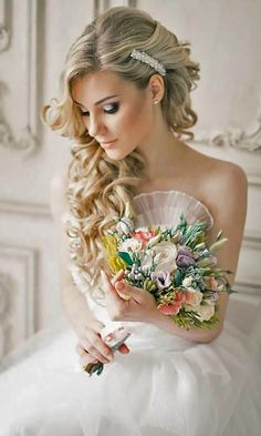 42 Wedding Hairstyles - Romantic Bridal Updos Romantic bridal updos wedding hairstyles are perfect for almost every wedding. Check out some of the trendies and most stylish look for bridal updo. Romantic Bridal Updos, Romantic Hairstyles, Simple Wedding Hairstyles, Bride Hairstyles, Easy Hairstyles, Updo Hairstyle, Hairstyle Ideas, Pretty Hairstyles, Wedding Hair Side