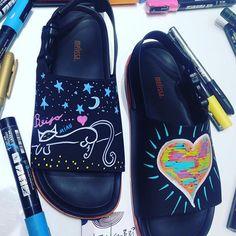 Miauu 😻😻😻!!! Cada arte uma história , ao longo das minhas viagens venho conhecendo pessoas ,vivenciando momentos e isso é meu combustível , inspiração para o processo criativo !!! Viva a arte viva as pessoas do bem!!!🍀🍀🍀🍀#lifestyle #personalart#love#cat#amor#animais#goveg#melissa#shoes#posca#ideias#arte#lifestyle#gypsy#cute #mind #tropical#vida#buda#paz#ceu#relax#tranquilo#feliz#saudades#puravida 😸😸😸😻😻😻