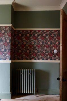 column radiator and wallpaper