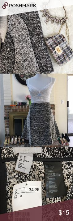 """H&M Skirt New with tags. Excellent condition - no stains, no holes, no damage. Approx. 19"""" in length. 15"""" waist. H&M Skirts Mini"""
