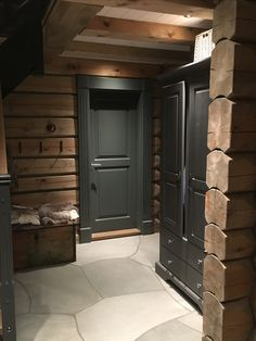 Ideas for rustic wood stain colors paint Chalet Interior, Home Interior, Wood Interiors, Cabin Interiors, Cabins In The Woods, House In The Woods, Cabin Homes, Log Homes, Reclaimed Wood Door