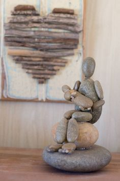and Baby Pebble Creation -Mother and Baby Pebble Creation - Garden Two Frogs Stone Art Statue Home Outdoor Yard Lawn Porch Home Gift Decor Pebble Art Family Wall Art Family Pebble Art Unique Pebble Creative Kids, Creative Crafts, Diy Crafts, Beach Crafts, Fall Crafts, Caillou Roche, Art Rupestre, Rock Sculpture, Sculpture Ideas