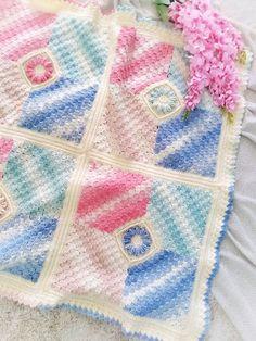 Ravelry: Flower Corners Blanket pattern by Zahraa Altaan Afghan Crochet Patterns, Lace Patterns, Crochet Squares, Crochet Motif, Crochet Afghans, Granny Squares, Baby Afghans, Baby Blanket Crochet, Crochet Baby