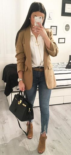 Fantastic Spring Outfits You Should Wear Now brown jacket Brown Jacket Outfit, Jean Jacket Outfits, Stylish Outfits, Cute Outfits, Fashion Outfits, Modest Outfits, Grey Shirt Dress, Distressed Black Jeans, Provocateur