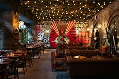 Manhattan's Vandal restaurant brings street art and food together - The Spaces The Rockwell Group teams up with graffiti artist HUSH for a restaurant, bar, lounge and flower shop – all under one roof on the Bowery in New York Decoration Restaurant, Design Bar Restaurant, Deco Restaurant, Restaurant New York, Graffiti Restaurant, Graffiti Cafe, Mexican Restaurant Decor, Eclectic Restaurant, Pub Decor