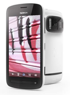 Nokia 808 PureView, the smartphone that has outstanding a 41 megapixel camera