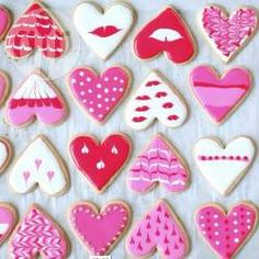 Biscoitos decorados para o Dia dos Namorados @ allrecipes.com.br - Biscoitos decorados em formato de coração para você presentear aquela pessoa especial no Dia dos Namorados!
