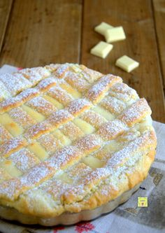 crostata ricotta e cioccolato bianco gp. something different than our buttermilk pies? Bakery Recipes, Gourmet Recipes, Sweet Recipes, Cooking Recipes, Paleo Dessert, Delicious Desserts, Dessert Recipes, Yummy Food, Crostata Recipe