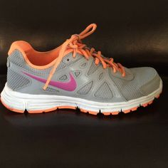Nike tennis shoes Nike tennis shoes. Great condition Nike Shoes Sneakers