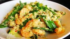 Der Paleo Asia Blumenkohl-Reis mit leckeren Garnelen und knackigem Gemüse ➤ Super gesund und auch am nächsten Tag noch super zum Aufwärmen.