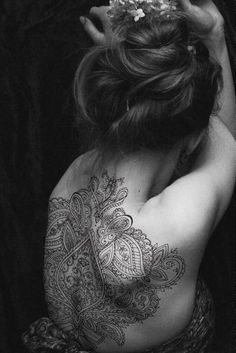 Awesome Tribal Tattoos for Girls on Back THIS IS RIDIC WOW I WISH I HAD THE GUTS