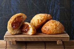 IngredientesMassa 500 g de farinha de trigo 50 g de fermento de pão 100 g de açúcar 100 g de margari... - Reprodução
