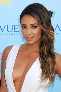 Shay Mitchell's TCA Look - Glam, Golden Goddess