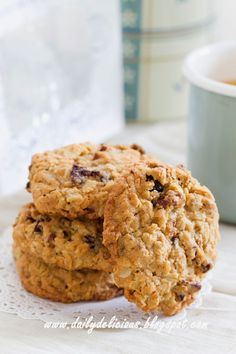 dailydelicious thai: Oatmeal cookies: comfort food, comfort thought Cookie Pizza, Cookie Dough, Thai Cooking, Cooking Recipes, Healthy Cooking, Pecan Nuts, Oatmeal Raisin Cookies, Dried Cherries, Bread Cake
