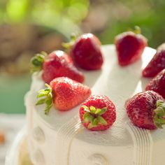 Cake with Strawberries!! The yums!