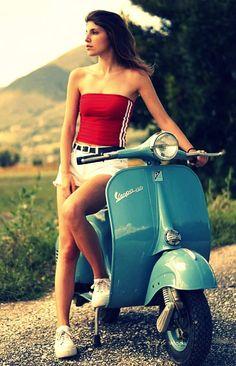 Vespa Club Cascina (@vespacascina) | Twitter Vespa Motor Scooters, Piaggio Scooter, Scooter Motorcycle, Vespa Lambretta, Vespa Girl, Scooter Girl, Motos Vespa, Italian Scooter, Chicks On Bikes