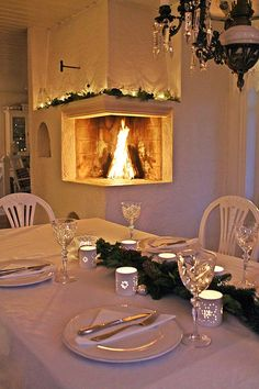 VIBEKE DESIGN: house heart I liked the size and shape of this fireplace. Scandinavian Cottage, Scandinavian Christmas, Norwegian Christmas, Christmas Fireplace, Fireplace Mantle, Christmas Decorations For The Home, Christmas Home, Vibeke Design, Design Tisch