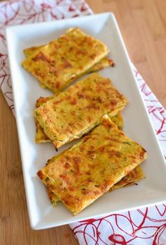 Cauliflower Garlic Flatbread - Gluten Free, Grain Free, Slimming World, Weight Watchers and Paleo Friendly Slimming World Snacks, Slimming Eats, Slimming World Recipes, Low Carb Recipes, Vegetarian Recipes, Cooking Recipes, Healthy Recipes, Veg Recipes, Pizza Recipes