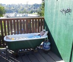 Off Grid Propane Powered Hot Tub I would LOVE to have this propane-heated cast iron tub. Garden Bathtub, Outdoor Bathtub, Outdoor Bathrooms, Outdoor Showers, Off Grid, Cast Iron Tub, Deco Nature, Saunas, New Homes