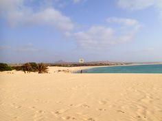Noch einmal der Blick über #PraiadeChaves zwischen dem #ClubHotel #RiuKaramboa und dem #Iberostar #ClubBoaVista , von der Düne in der Nähe der alten Ziegelei. Hier kann man den weiten Blick über den traumhaften Strandabschnitt zum Iberostar Club und dem #Atlantik so richtig genießen und den lauwarmen Wind schön spüren...kleine Insel, großer Urlaub...www.BoaVistianer.de