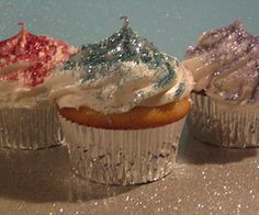 Who doesn't want sparkles on their cupcakes!