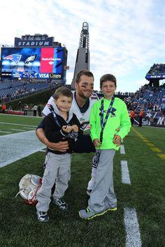 Tom Brady and His Boys! Patriots Fans, Patriots Football, Football Memes, England Football, Football Love, Football Team, Football Season, New England Patroits, Tom Brady And Gisele