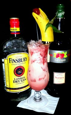 Deep Love - 2cl Finsbury Gin, 2cl Parliament Vodka, 2 cl Giffard strawberry syrup, 2cl cream, 6 cl banana juice, 4 cl passion fruit juice, 2 cl cherry juice