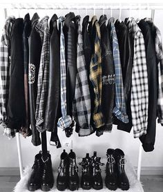 Grunge, rocker chic, etc Edgy Outfits, Mode Outfits, Grunge Outfits, Grunge Fashion, Fashion Outfits, Fashion Dolls, Estilo Rock, Sala Grunge, Grunge Bedroom