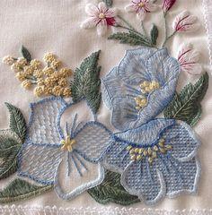 Atölyeden...İstanbul'da hava çok sıcak ama biz bu güzel renklerle serinliyoruz...#blue #huzur #mavi #dekoratifnakış #nakış #needleart #needlework #embroidery #elişi #elnakışı #madeira #muline #zweigart#