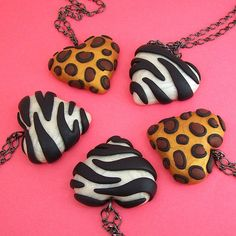 fimo animal print hearts gift idea for Sam? Polymer Clay Necklace, Polymer Clay Pendant, Fimo Clay, Polymer Clay Projects, Polymer Clay Charms, Polymer Clay Creations, Polymer Clay Art, Clay Crafts, Animal Print Necklaces