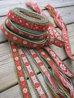 Knitting and crochet expeditions (and some band weaving trips too) Inkle Weaving, Inkle Loom, Card Weaving, Tablet Weaving, Swedish Christmas, Scandinavian Christmas, Viking Dress, Textiles, Weaving Projects