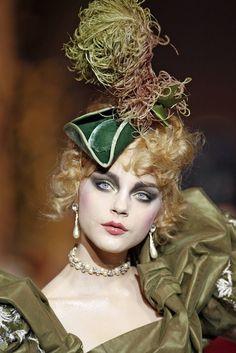 seaborder: John Galliano for Christian Dior Haute Couture Dior Haute Couture, Couture Fashion, City Fashion, Fashion Hats, Fashion 101, Fashion Details, 90s Fashion, John Galliano, Galliano Dior
