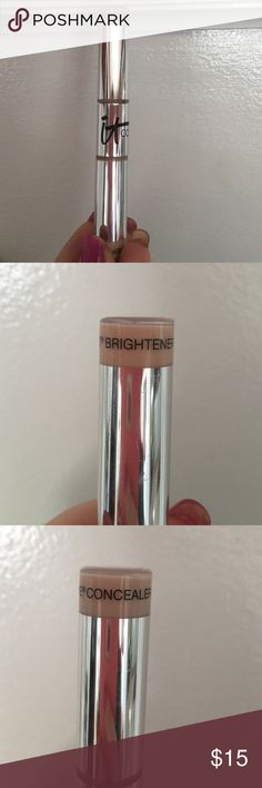 It cosmetics hello light and bye bye under eye This is an amazing concealer very full coverage. It is in the shade light and has been used about five times. This claims not to settle into fine lines crease or budge all day long. I love this however I do not have dark circles or under eye bag so I really need a concealer that's not so heavy duty. Also on the other side u have a peach toned under eye brightener to use with the concealer or alone to bring life back to ur eyes. I used that side…