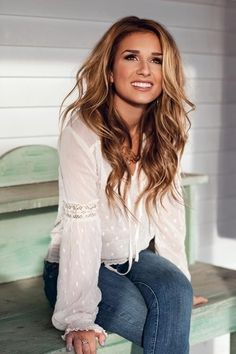 golden brown hair. I would LOVE to match this hair color but I don't think I could pull it off