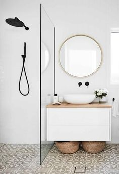 An all-white fibro beach shack with Scandi-style This home on Sydneys Northern Beaches has had a luminous makeover that suits its creative owners to a tee. The post An all-white fibro beach shack with Scandi-style appeared first on Wohnaccessoires. Bad Inspiration, Bathroom Inspiration, Bathroom Inspo, Bathroom Design Small, Bathroom Interior Design, Interior Ideas, Bathroom Designs, Ikea Interior, Interior Colors